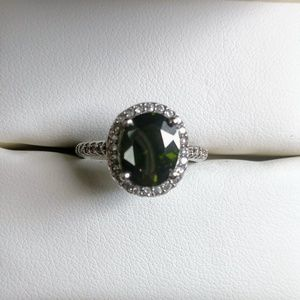 Jewelry - Sterling Silver Green Gemstone Ring Size 6